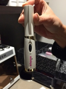 Look at this cool heated min eyelash curler Ruby uses to put a little curl on my extensions
